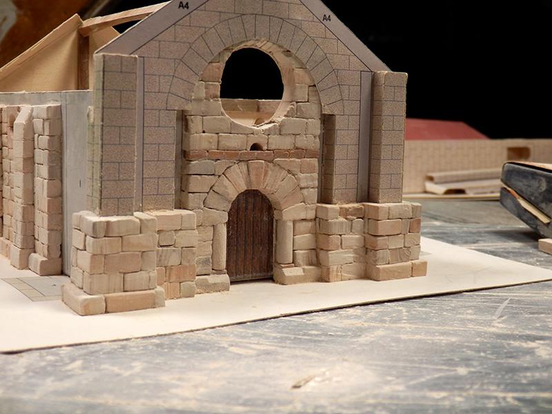 Village médiéval fortifié - Page 2 Pb280015