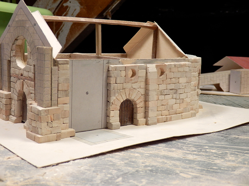 Village médiéval fortifié - Page 2 Pb280016