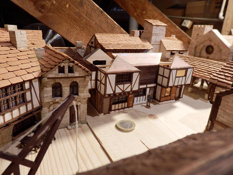 Village médiéval fortifié (1) - Page 36 Pc060018