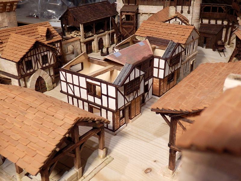 Village médiéval fortifié (1) - Page 36 Pc060019
