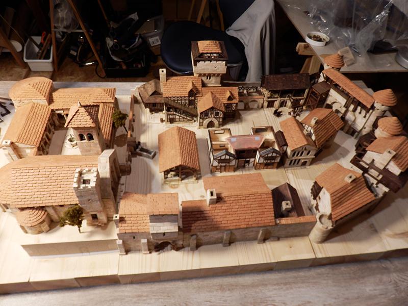 Village médiéval fortifié (1) - Page 36 Pc060020