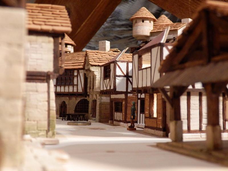 Village médiéval fortifié (1) - Page 36 Pc060023