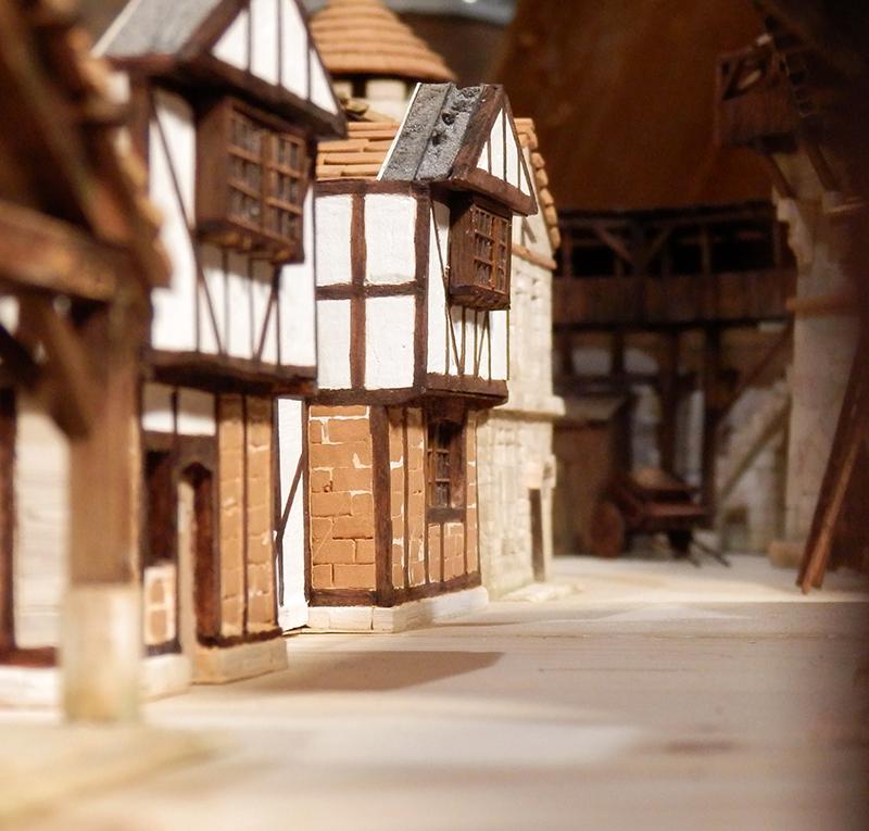 Village médiéval fortifié (1) - Page 36 Pc060024