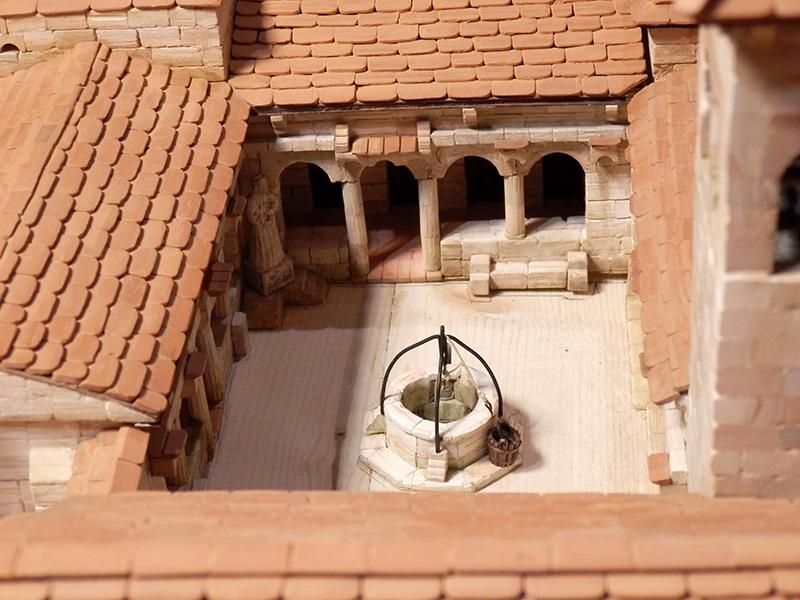 Village médiéval fortifié (1) - Page 36 Pc060029