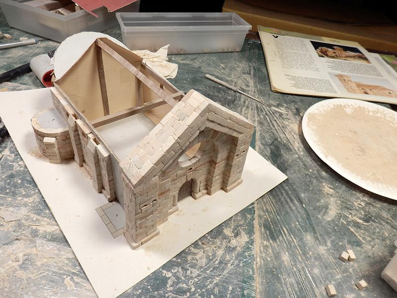 Village médiéval fortifié - Page 3 Pc080014