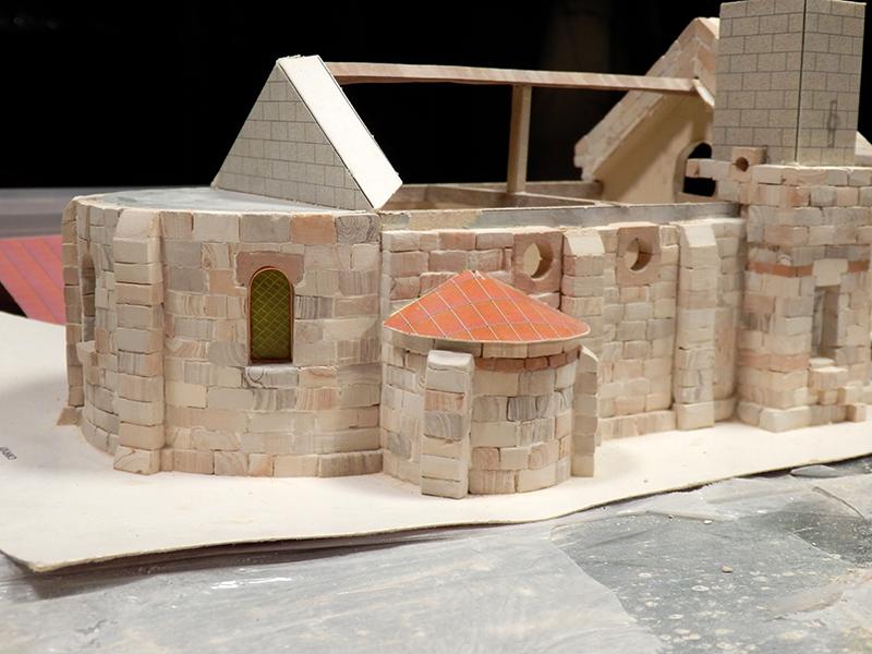 Village médiéval fortifié (1) - Page 4 Pc150019