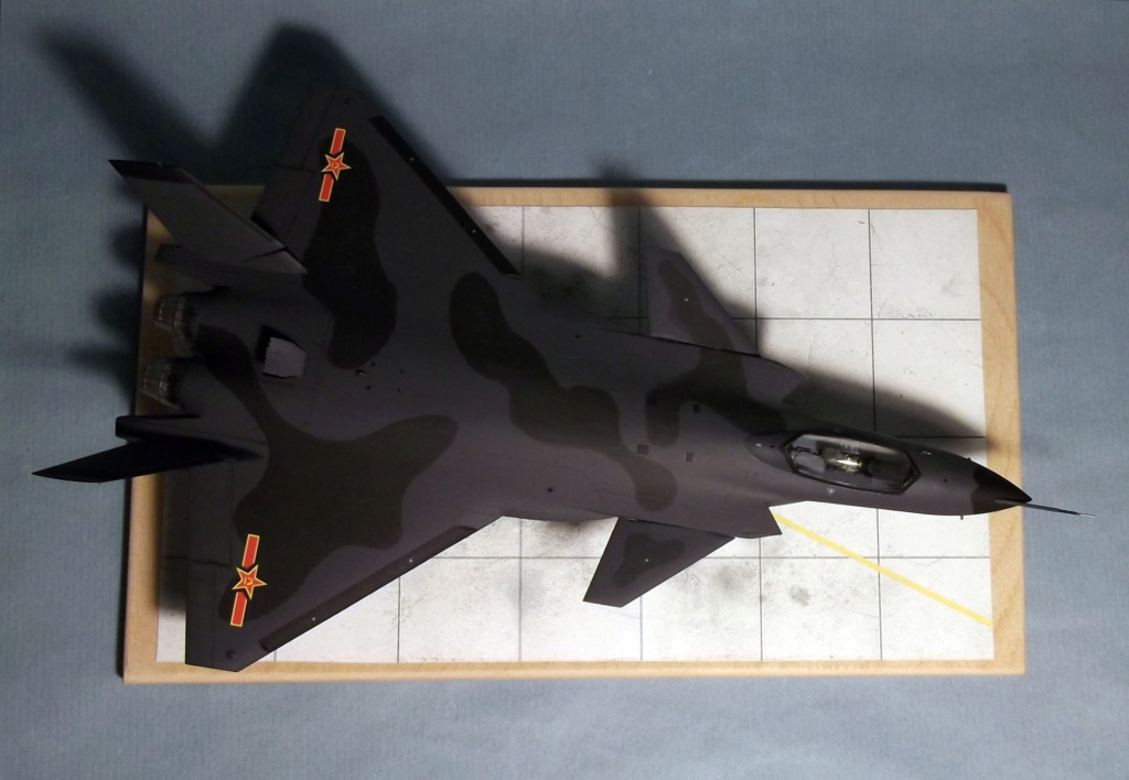 J20 Mighty Dragon - Trumpeter - 1/72 Dscf7311