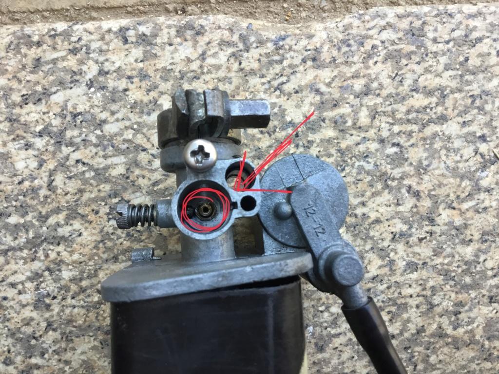 Como se puede sacar el tubo de emulsion del carburador original 12 12? A6920e10