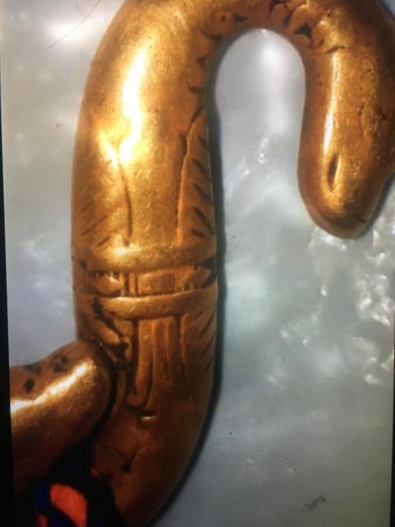 ثعبان من الذهب له راس على كل جانب 2d7bc910