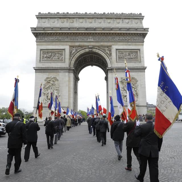Cérémonie a Paris a la mémoire des martyres Français 5 juillet 1962 10570711