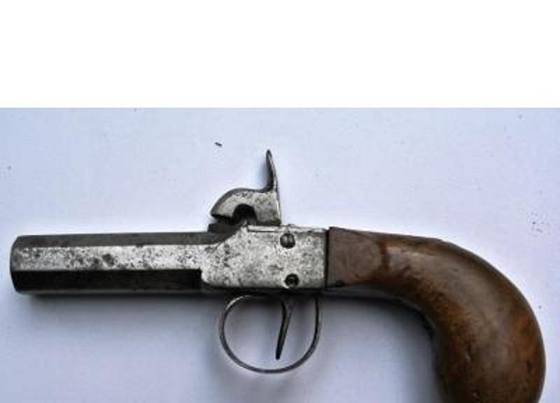 Pistolet d'époque ? 400f_010