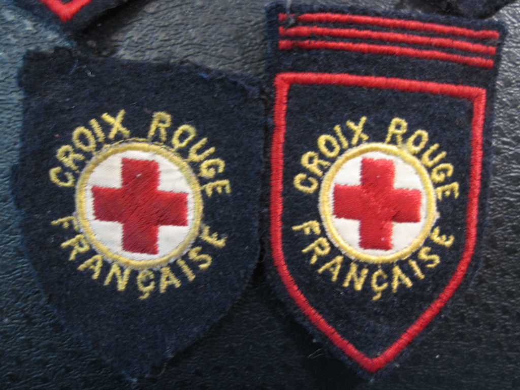 Insignes de la croix rouge Img_8726
