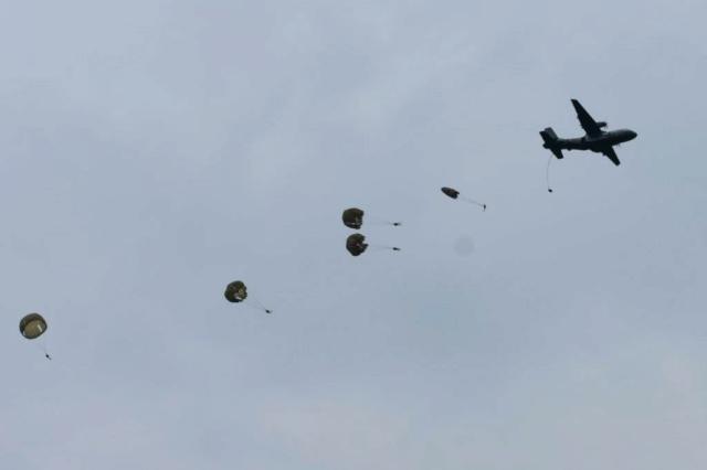 Nouveaux brevetés parachutistes en Afrique Centrale… Saut11