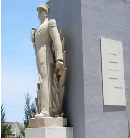 Charles N'Tchoréré Statue10
