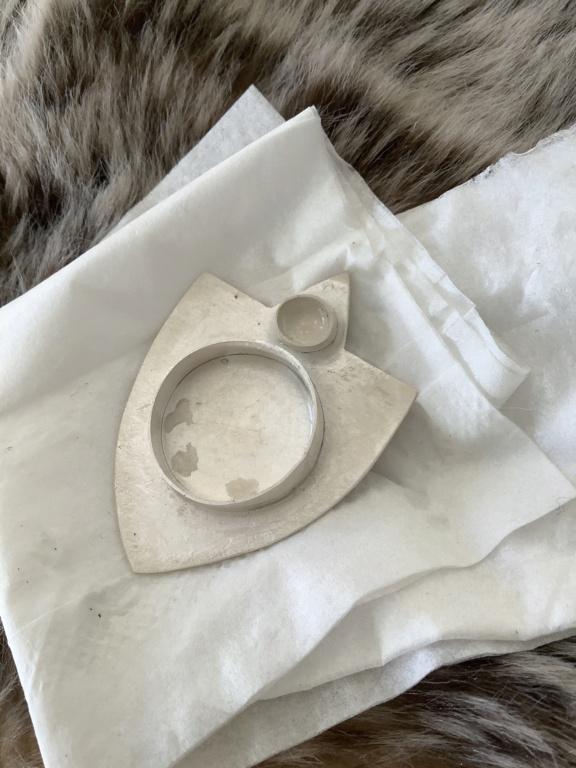 Souder petit serti sur plaque de métal  8ed66310