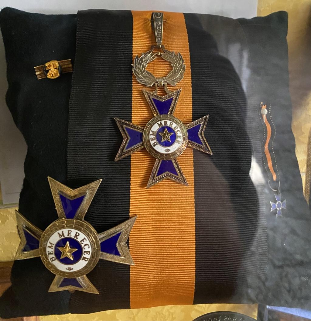 Besoin d'informations Médailles 9bd19810