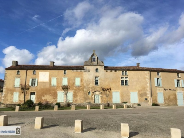 Nieul sur l'Autise - Le logis abbatial et l'église Img-5111