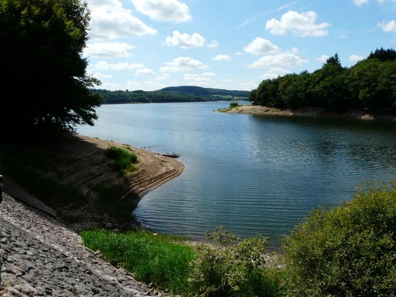 Le lac de Pannecière dans le parc du Morvan (58) Vue_de10