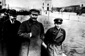 GUILLERMO FARIÑAS SE DECLARA EN HUELGA DE HAMBRE HASTA LA MUERTE - Página 7 Stalin10