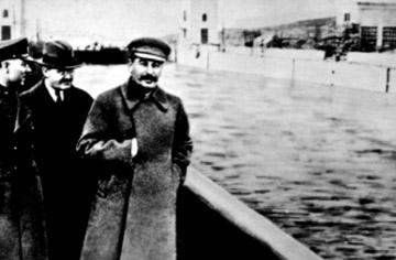 GUILLERMO FARIÑAS SE DECLARA EN HUELGA DE HAMBRE HASTA LA MUERTE - Página 7 Stalin11