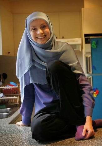Une femme portant la burqa se voit refuser la nationalité française Voile10