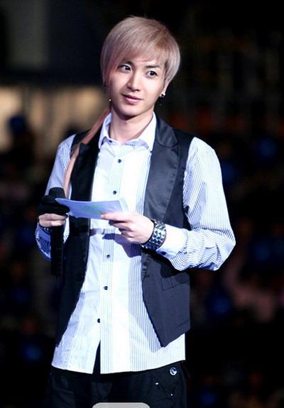 """Lee Teuk (Super Junior) """"uốn lưỡi bảy lần trước khi nói"""" Jungsu10"""