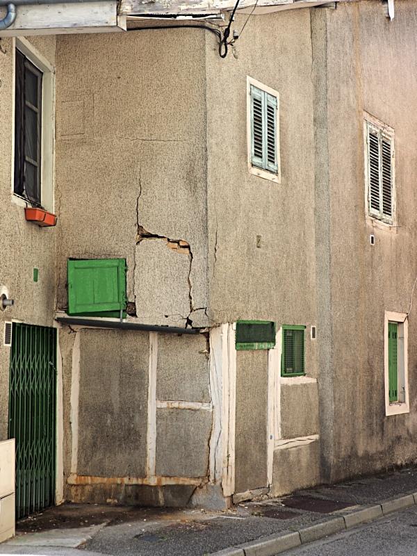 [Fil ouvert ] Fenêtres, volets, ouvertures... - Page 11 P7311010