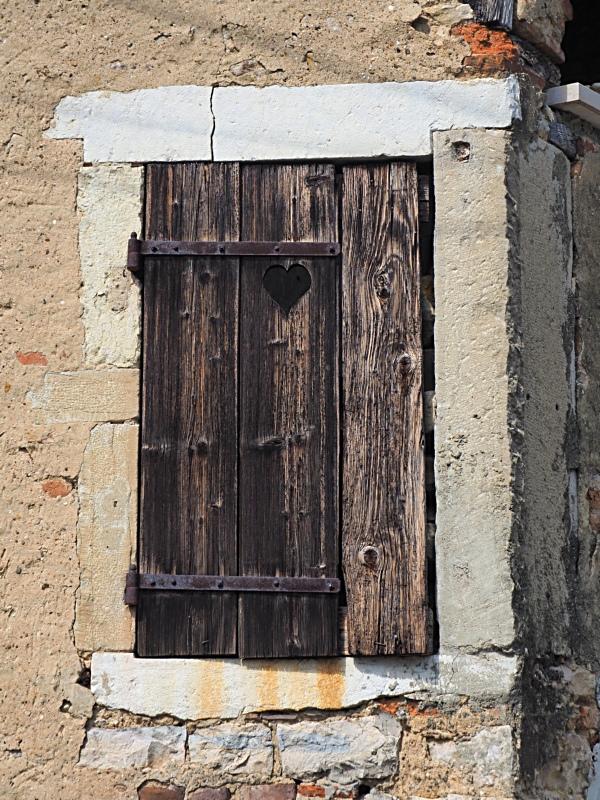 [Fil ouvert ] Fenêtres, volets, ouvertures... - Page 11 P7311013