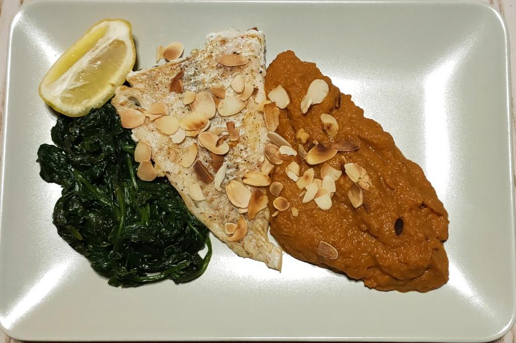 Filet de poisson blanc, épinards, purée de lentilles corail et de carottes jaunes Img_2039