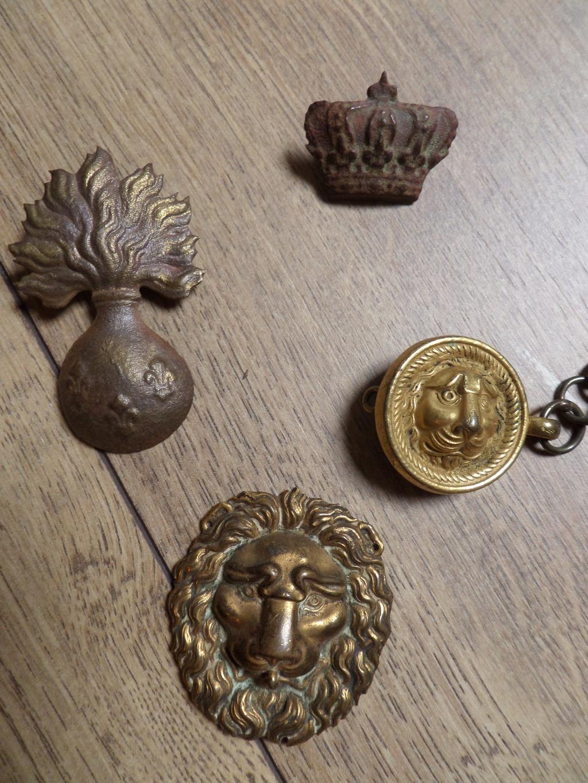 Attributs grenade fleur de Lys, têtes de lion, couronne Sam_6310