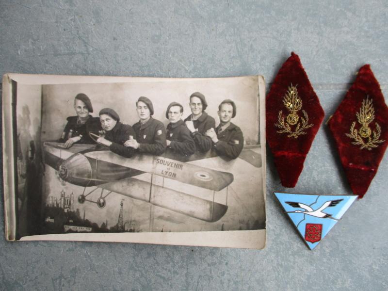 Insignes et médailles en abondance + bricoles Img_2425