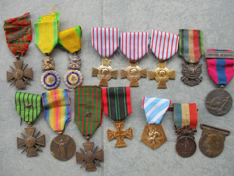 Insignes et médailles en abondance + bricoles Img_2426