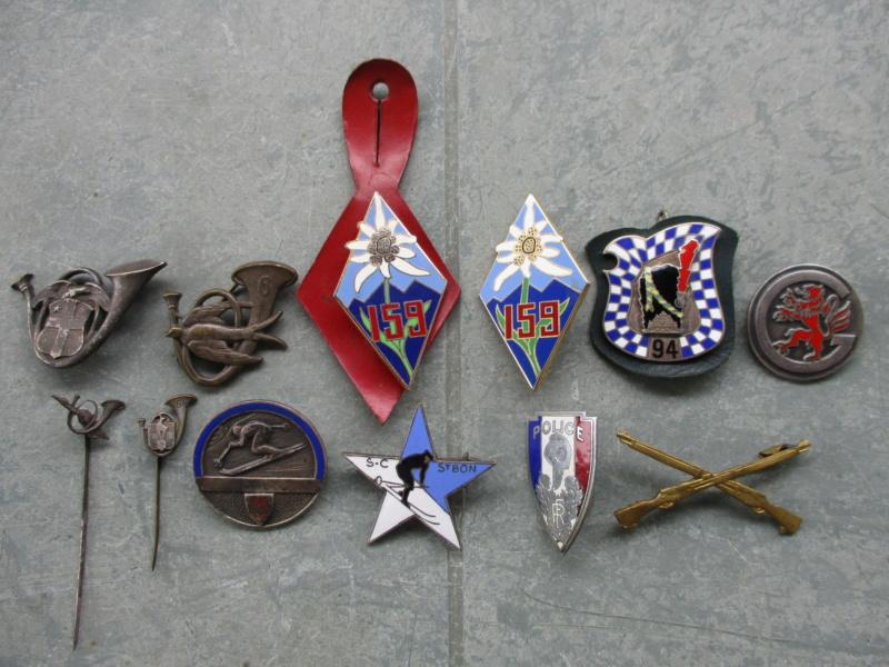 Insignes et médailles en abondance + bricoles Img_2428