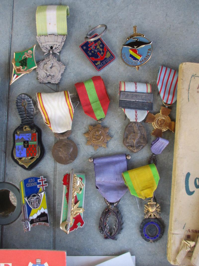 Belle matinée : du Vichy à plus qu'en faire + médailles, insignes, bricoles ... Img_2825