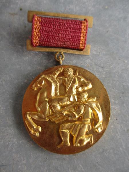 A identifier : médaille russe 1923 50 ans ? Img_4711