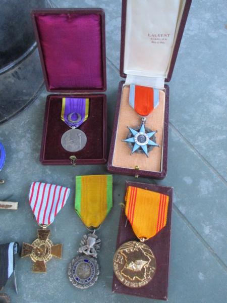De la semaine : CEFI, Adrian, Papiers, Médailles, képi, jumelles ... Img_5911