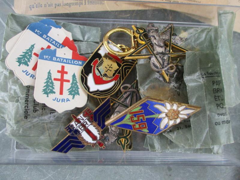 D'hier et d'aujourd'hui : insignes, médailles, papiers ... Img_8012