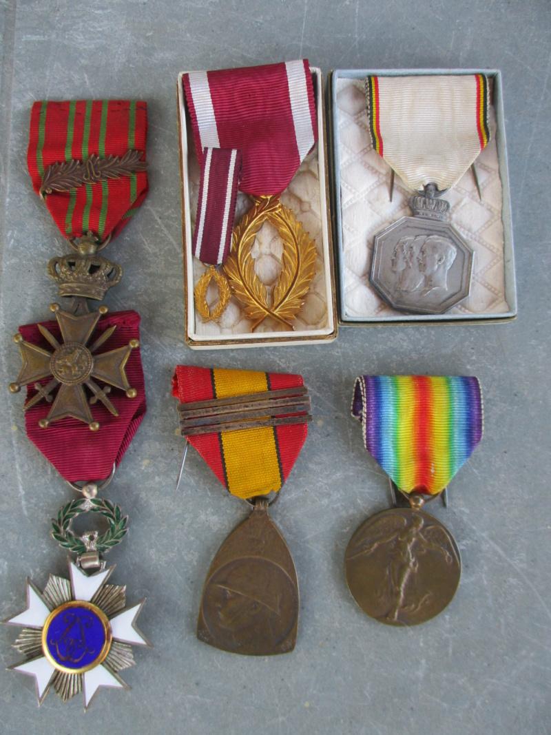 Beau lot de médailles chez le particulier Img_9319