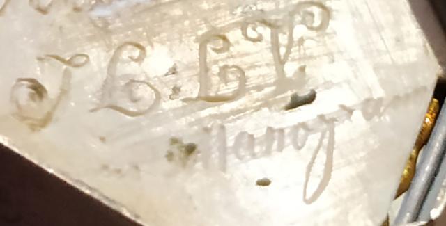 Pilulier ou tabatière ? (boîte 4 x 2,5 cm, écume de mer et argent) - Page 5 Boite_24