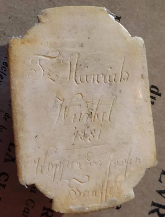 Pilulier ou tabatière ? (boîte 4 x 2,5 cm, écume de mer et argent) - Page 5 Boite_29