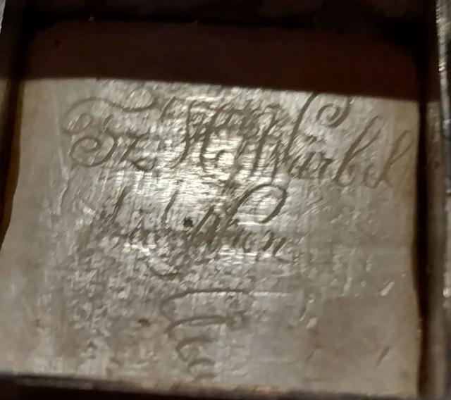 Pilulier ou tabatière ? (boîte 4 x 2,5 cm, écume de mer et argent) - Page 5 Boite_30