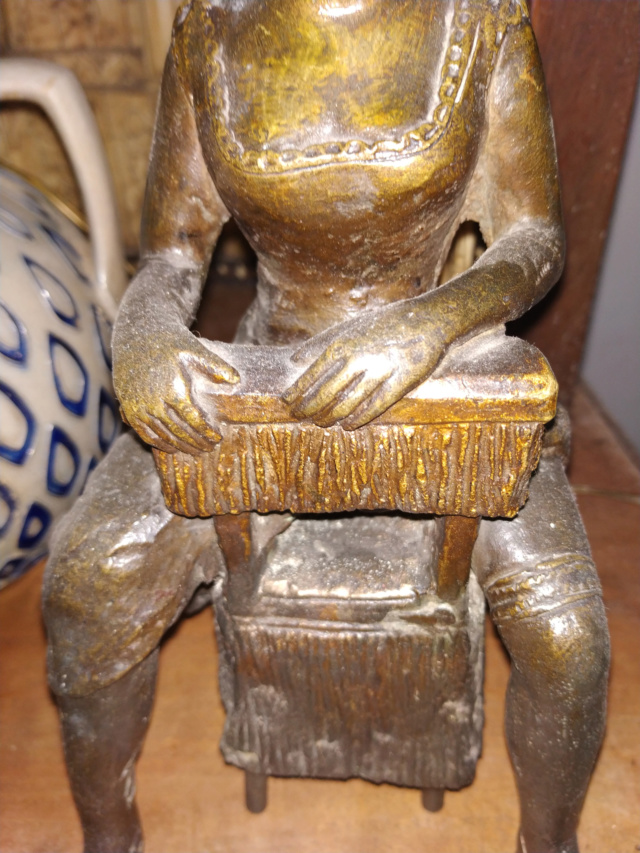 Bronze, fille de joie (?), fonte médiocre, sans cachet de fondeur Bronze16