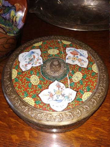 Boîte en porcelaine kakiemon (dans le goût de ?) Chantilly Img_2021