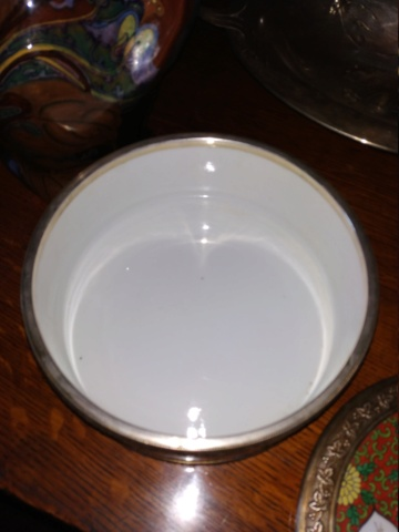Boîte en porcelaine kakiemon (dans le goût de ?) Chantilly Img_2024