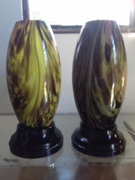 Paire de vases bicouche, sur socles en verre Pairev10