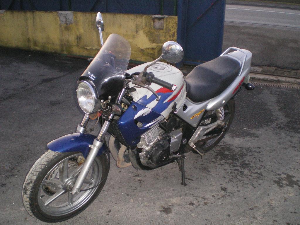 vos motos avant la FJR? Imgp2610