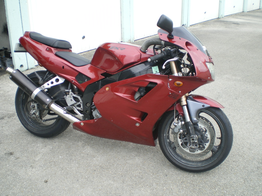 vos motos avant la FJR? Imgp3110