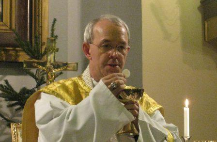 Un évêque catholique dénonce : « Derrière les migrants, il y a un plan pour modifier l'Europe. » Athana10