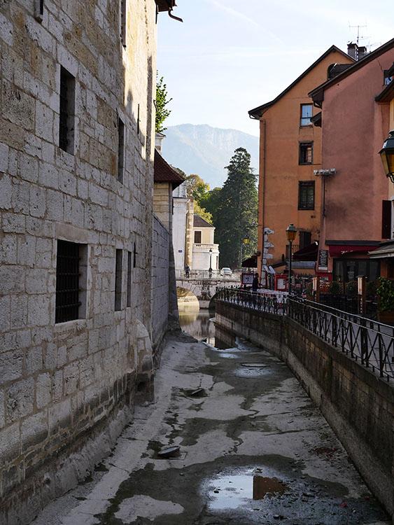 Le vieil Annecy à pieds presque secs Vieill12