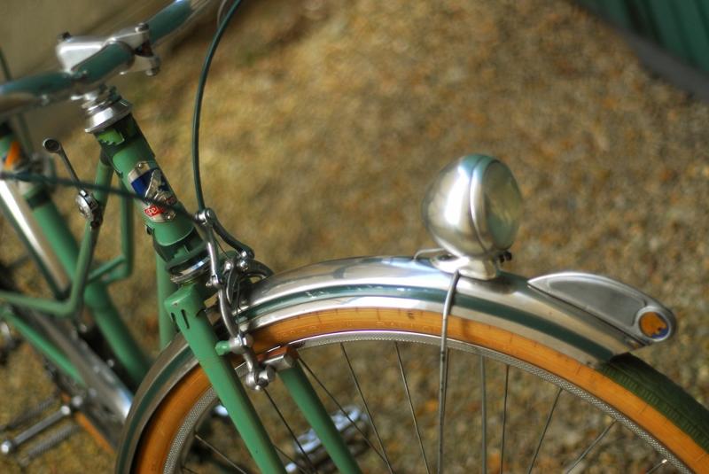 Mascotte de garde boue sur vélo de ville PEUGEOT Px45-011